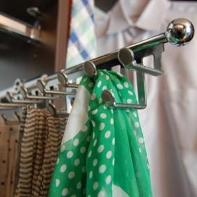 Porte-mouchoir pour femme chromé
