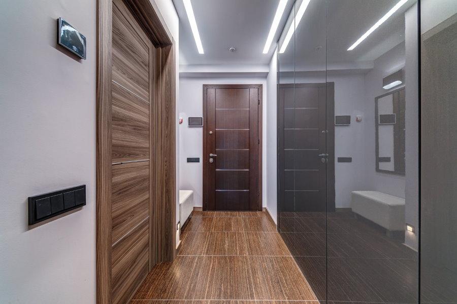 Zone d'entrée dans un couloir étroit
