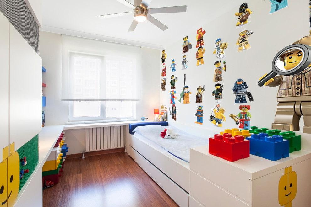 Décorer une chambre d'enfants avec des autocollants de couleur