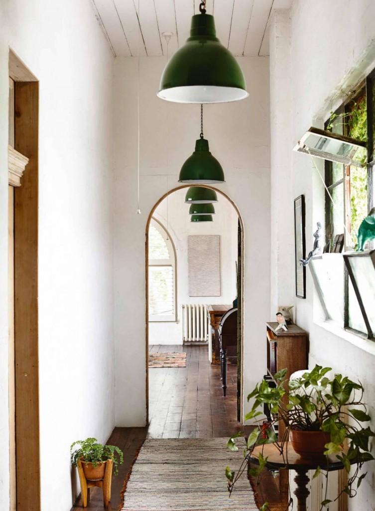 Intérieur d'un petit couloir de style éco.