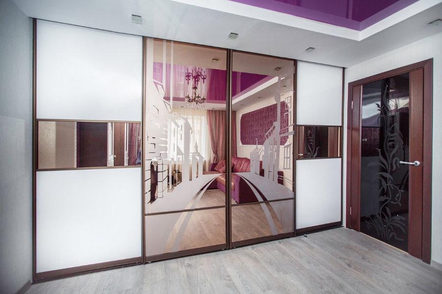 Armoire coulissante avec portes miroir