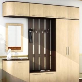 armoire pivotante dans la conception du couloir