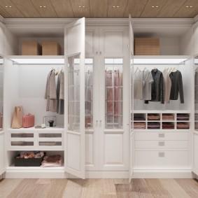 garde-robe dans le hall des idées de remplissage