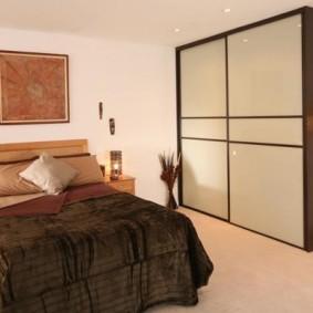 خزانة لتصميم غرفة النوم الصورة