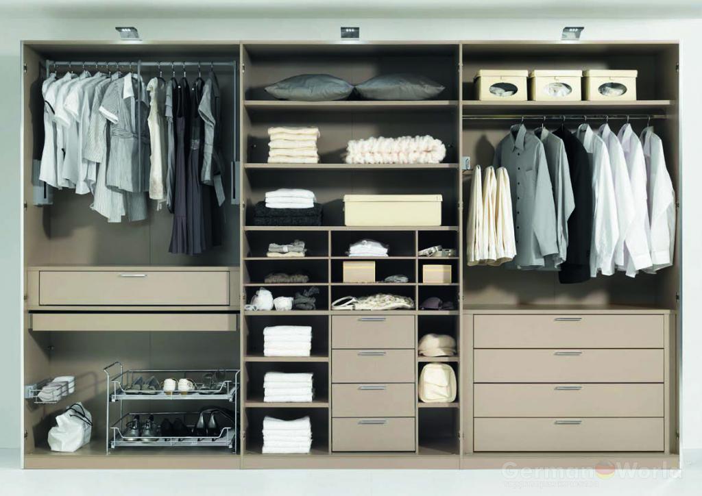 خزانة الملابس في غرفة النوم