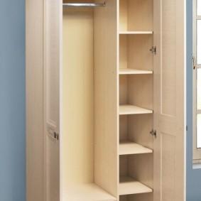 armoire avec portes battantes aux idées intérieures du couloir