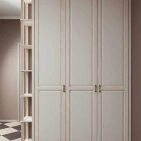 armoire avec portes battantes aux options de couloir