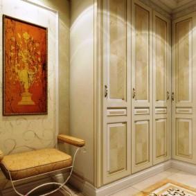 garde-robe avec portes à charnières pour les options de photo de couloir