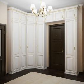 armoire avec portes battantes pour les options de photo de couloir
